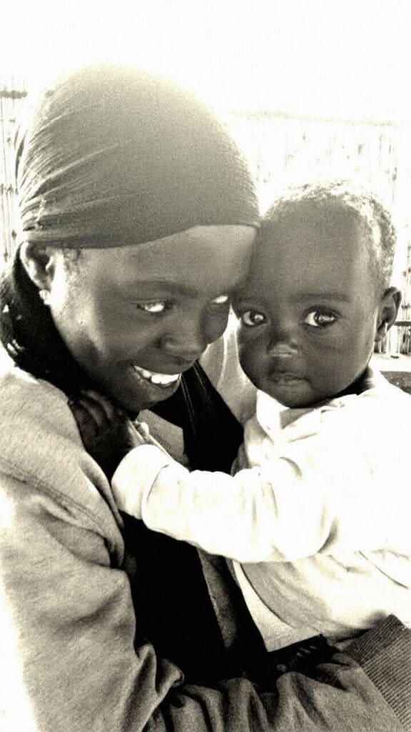 mamma e bambino in Africa.